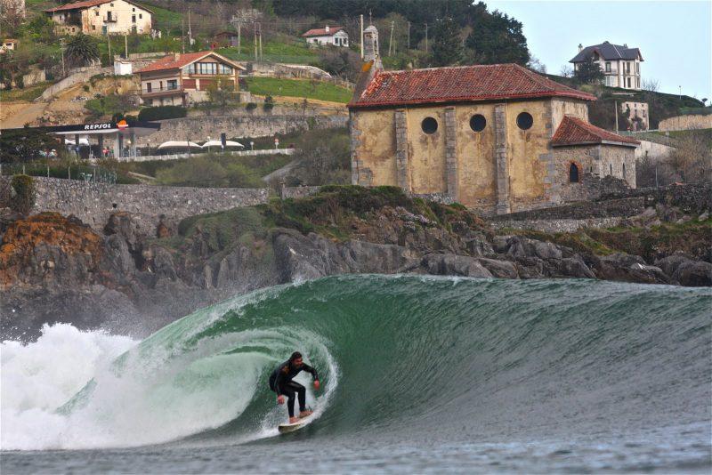 Las mejores playas para surfear en España