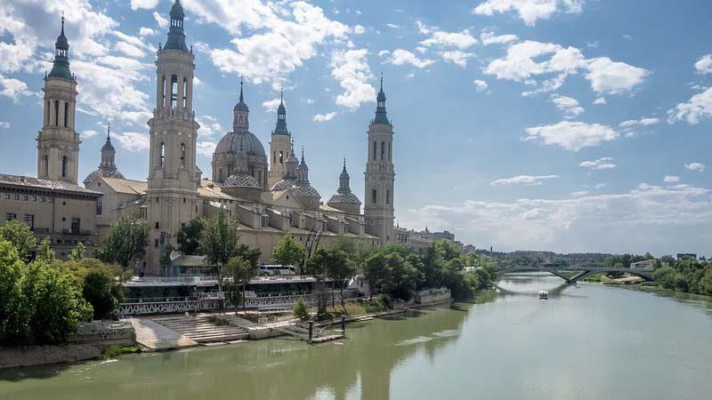 Viajar a Zaragoza en el Puente del Pilar