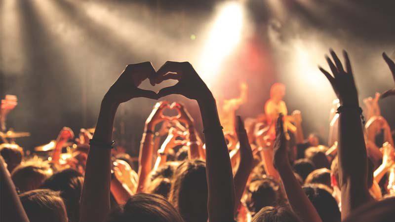 Cinco ciudades que deben visitar los amantes de la noche y la fiesta