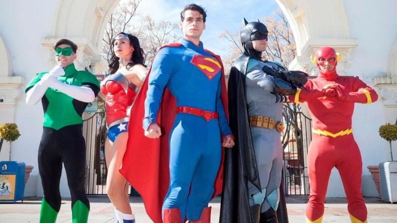 ¡Ven al Parque Warner en el mes de los súper héroes!
