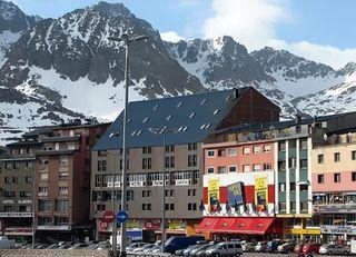 Hotel hotel parma borda tipica andorrana pas de la casa - Hotel camelot pas de la casa ...