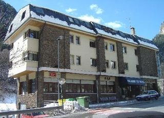 hotel hotel palarine + forfait vallnord + clases + alquiler material