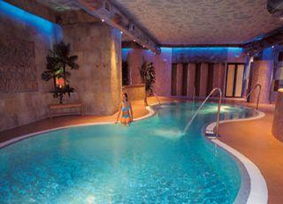 Hotel escapada dinopolis hotel spa ciudad de teruel for Piscina climatizada teruel