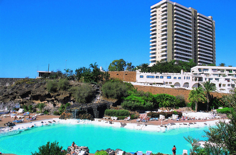 Hotel fiesta hotel complejo paraiso costa adeje tenerife for Piscinas publicas en el sur de tenerife