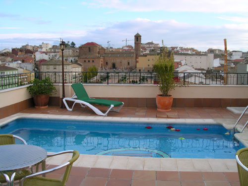 Hotel santiago linares jaen for Piscina hotel w santiago
