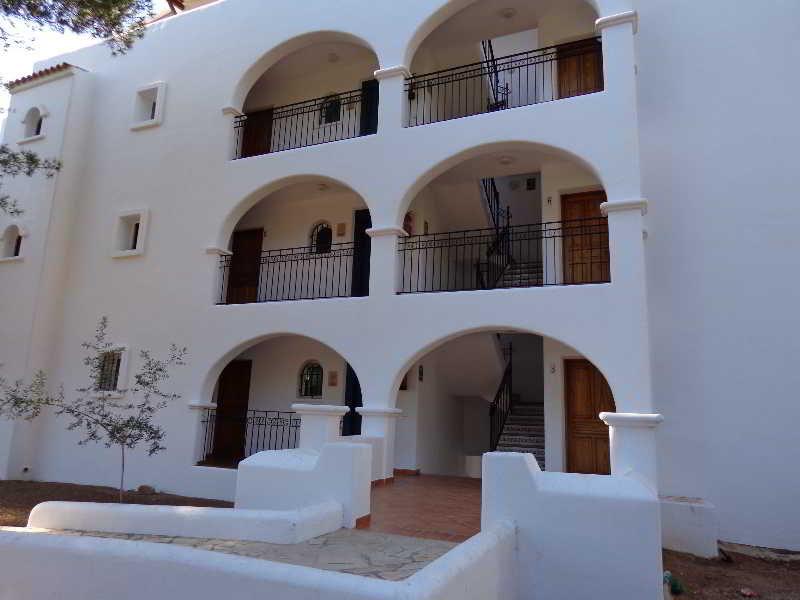 Apartamentos benet los pinares apartments santa eulalia - Apartamentos santa eulalia ibiza ...