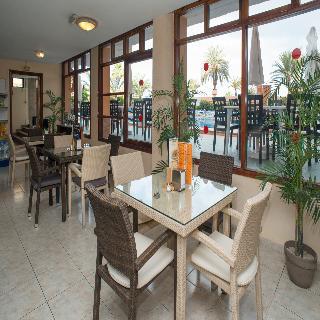 Apartamentos apartamentos caribe playa de las americas for Apartamento caribe tenerife