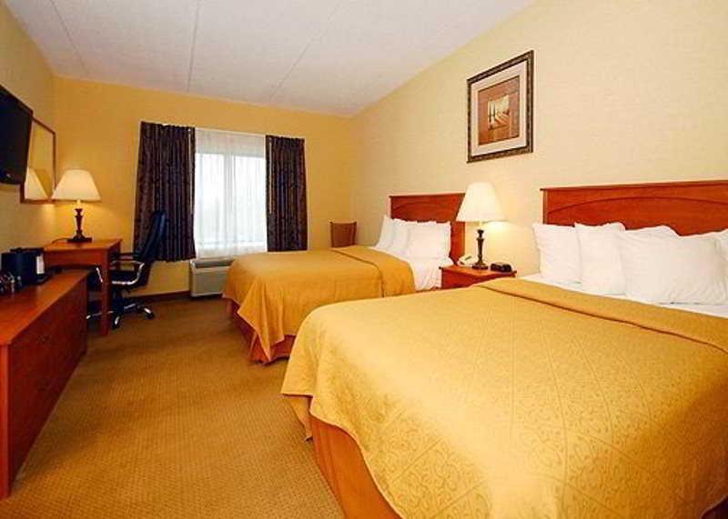 hotel quality hotel suites niagara falls niagara falls. Black Bedroom Furniture Sets. Home Design Ideas
