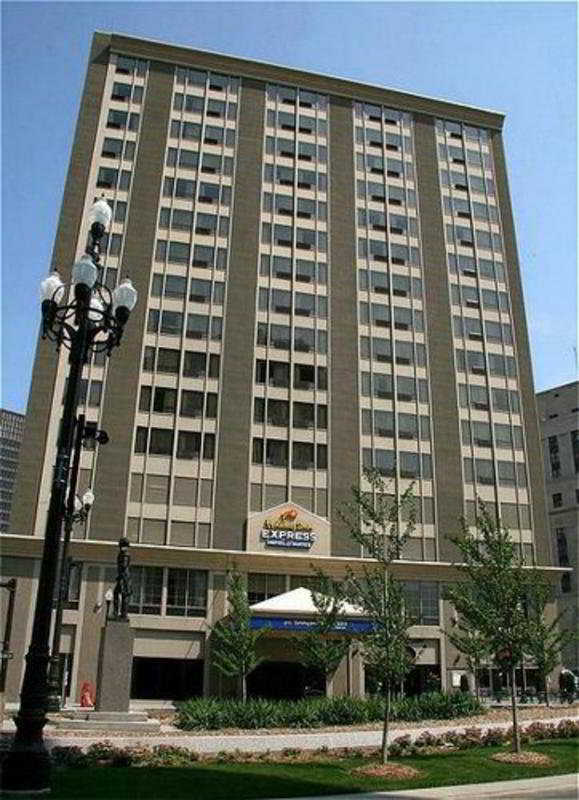hotel holiday inn express downtown detroit downtown. Black Bedroom Furniture Sets. Home Design Ideas
