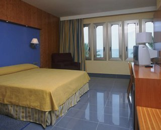 Hotel calipolis sitges barcelona - Apartamentos mediterraneo sitges ...