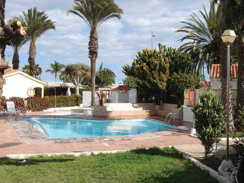 apartamentos bungalows adonis playa del ingles gran canaria. Black Bedroom Furniture Sets. Home Design Ideas