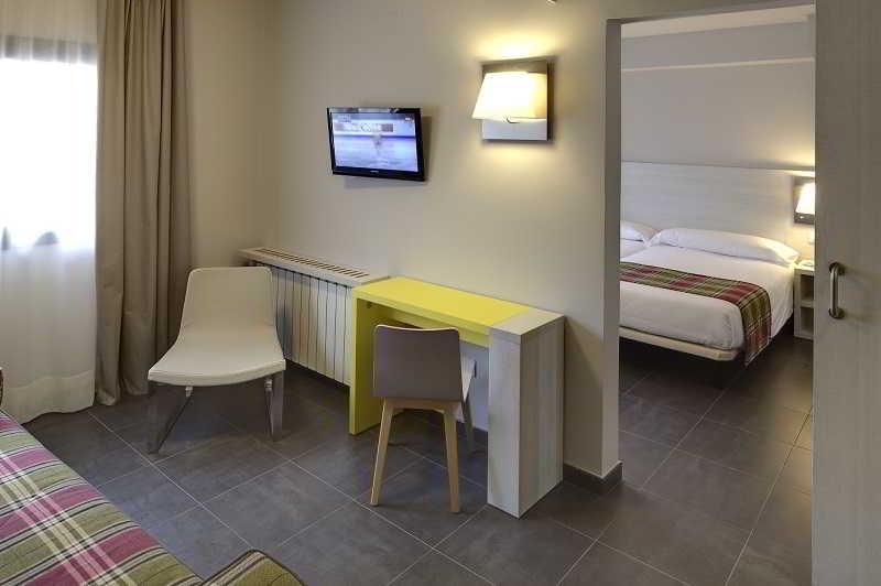 Hotel cristina pas de la casa andorra for Habitacion familiar andorra