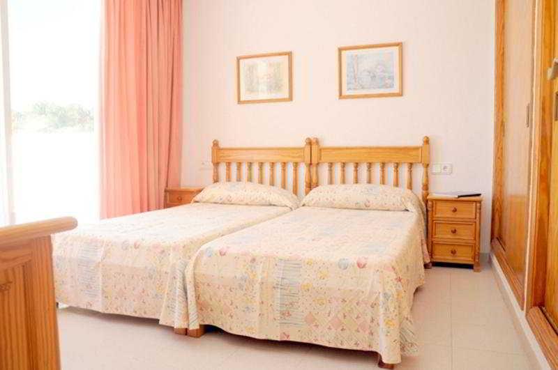 Apartamentos sofia playa es cana ibiza - Apartamentos sofia playa ibiza ...