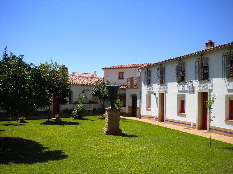 Villa rosillo aracena huelva for Fotos de fachadas de casas andaluzas