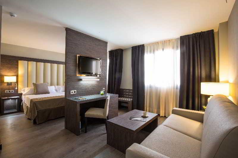 Hotel sercotel gran luna granada ciudad granada for Hotel barcelona habitacion familiar