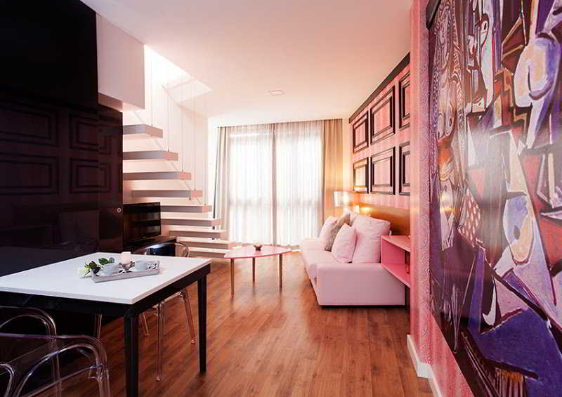 Apartamentos apartamentos picasso suites m laga for Apartamentos plaza picasso